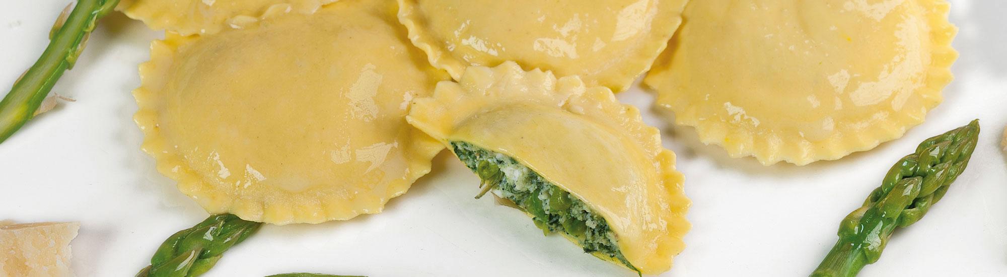 produzione Medaglioni agli asparagi e pecorino con pasta fresca