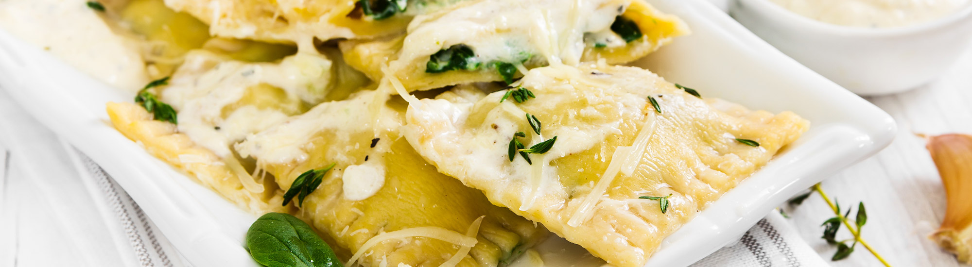 ricetta Ravioloni ricotta e spinaci alla crema di parmigiano con pasta fresca