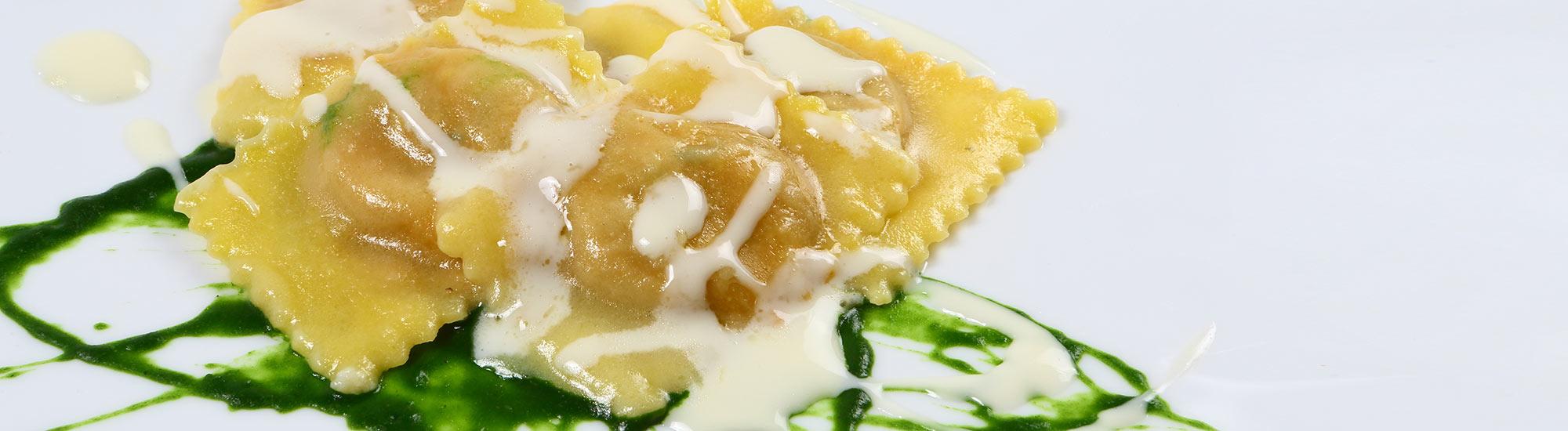 ricetta Ravioloni con crema di topinambur e pesto con pasta fresca