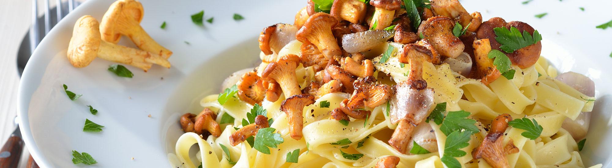 ricetta Tagliatelle con finferli e speck con pasta fresca