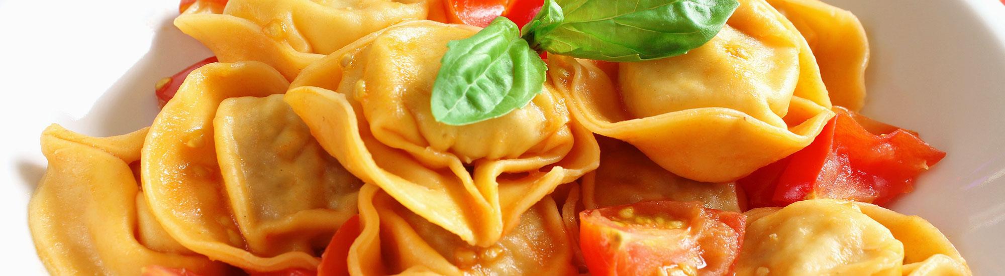 ricetta Tortelloni ai formaggi di Tremosine con pomodorini e basilico con pasta fresca