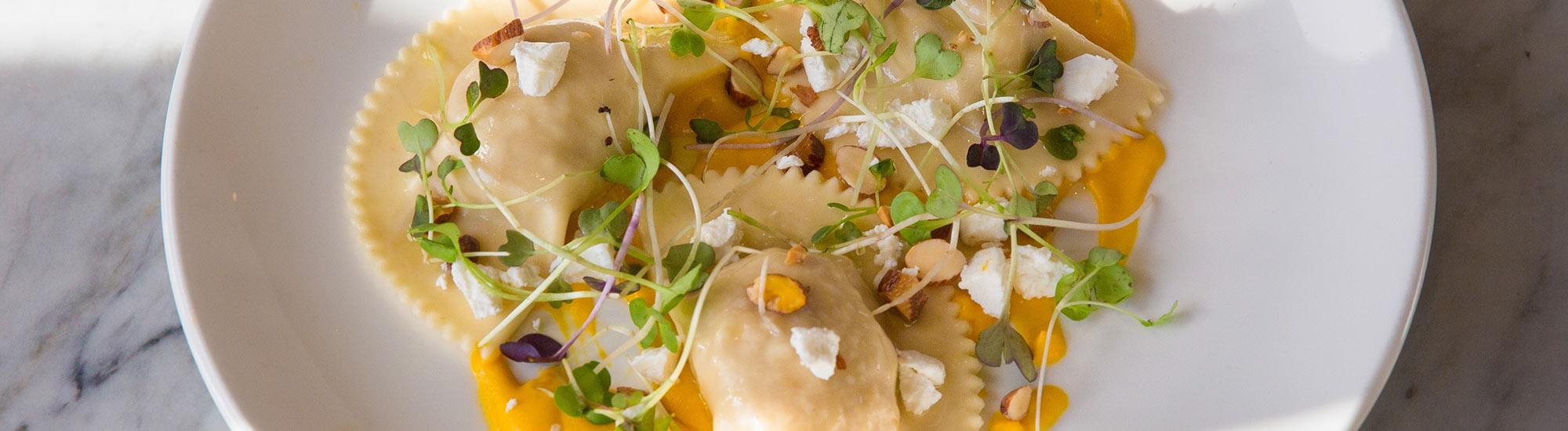 ricetta Ravioloni Ricotta e Spinaci con crema di peperoni con pasta fresca