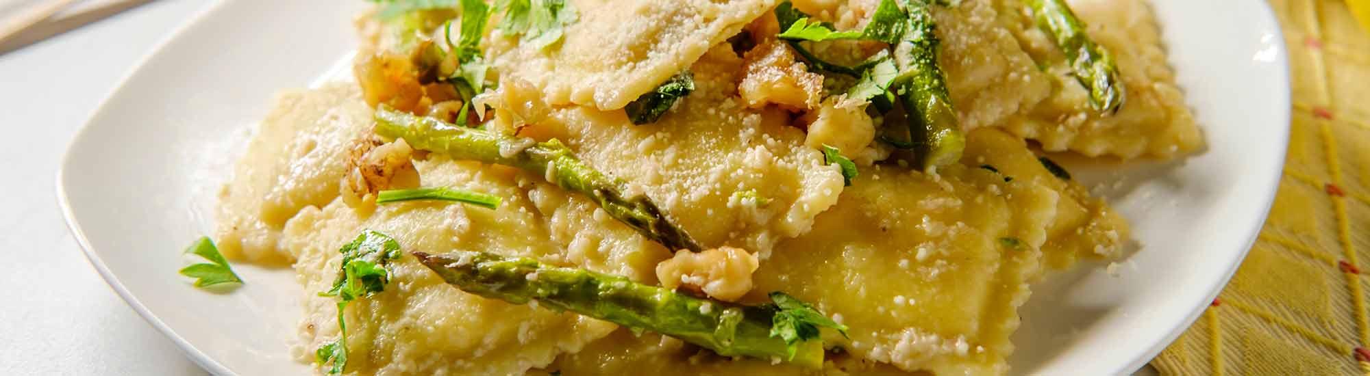 ricetta Ravioloni con asparagi, noci e burro al limone con pasta fresca