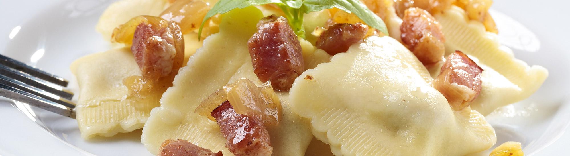 ricetta Tortelli al radicchio rosso e Asiago DOP con cubetti di speck con pasta fresca
