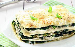 Lasagna bianca con salsiccia e spinaci