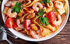 Pappardelle con gamberetti, cozze e pomodorini