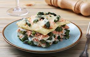 Lasagne con asparagi, salmone e gamberi