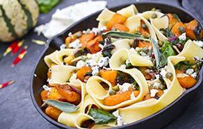 Pappardelle con zucca arrostita, biete e gorgonzola