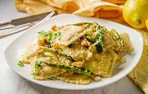 Ravioloni con asparagi, noci e burro al limone