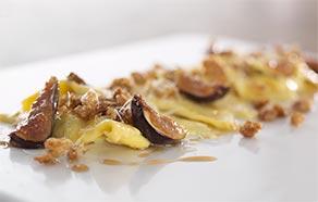 Casoncelli bresciani con mollica tostata al pepe nero e fichi caramellati