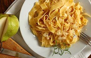 Pappardelle al gorgonzola, pere e noci