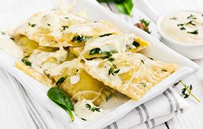 Ravioloni ricotta e spinaci alla crema di parmigiano