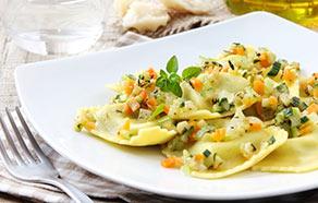 Ravioloni con dadini di verdure