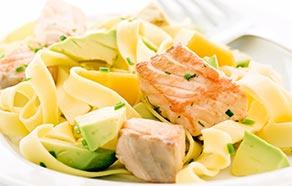 Tagliatelle al salmone e avocado