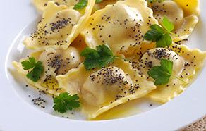 Tortelli di zucca con semi di papavero