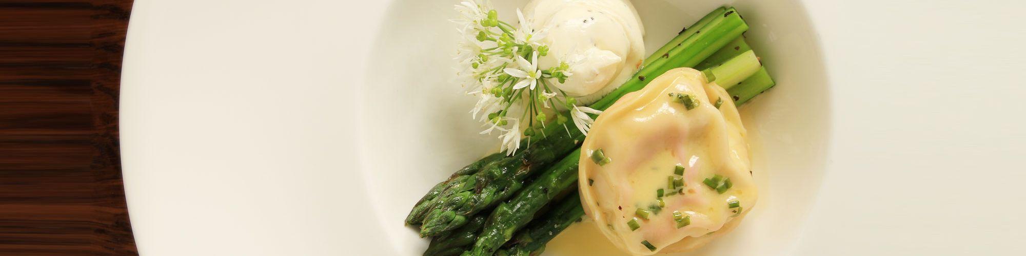 ricetta Medaglioni alle Punte di Asparagi e Pecorino con pasta fresca