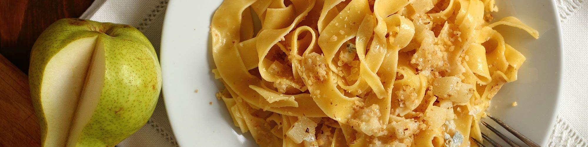 ricetta Pappardelle al gorgonzola, pere e noci con pasta fresca