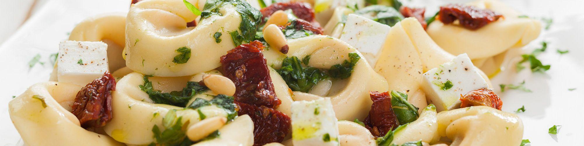 ricetta Tortelloni con feta, pinoli e pomodori secchi con pasta fresca