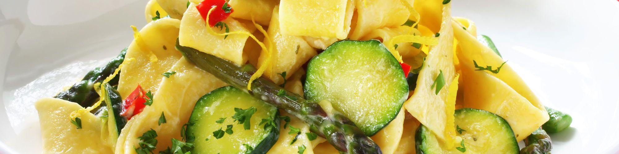 ricetta Pappardelle con zucchine, asparagi e peperoni con pasta fresca