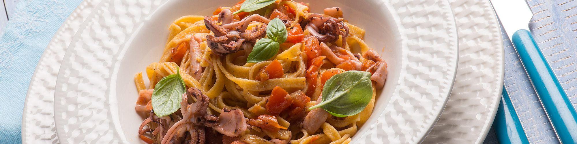 ricetta Tagliolini con seppie e pomodorini con pasta fresca