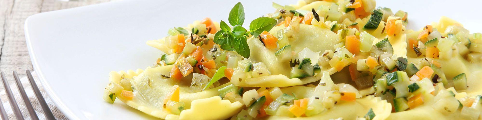 ricetta Ravioloni con dadini di verdure con pasta fresca