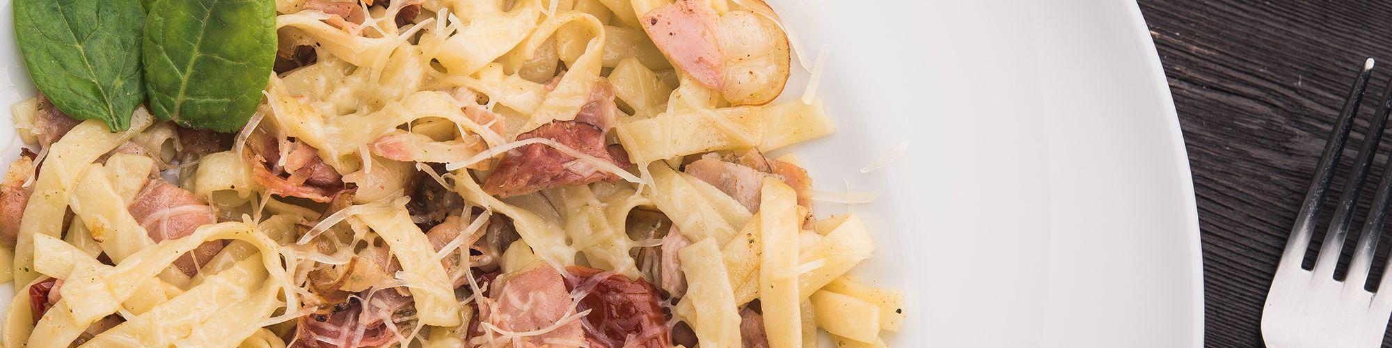 ricetta Tagliatelle con crema di zucchine, bacon e menta con pasta fresca