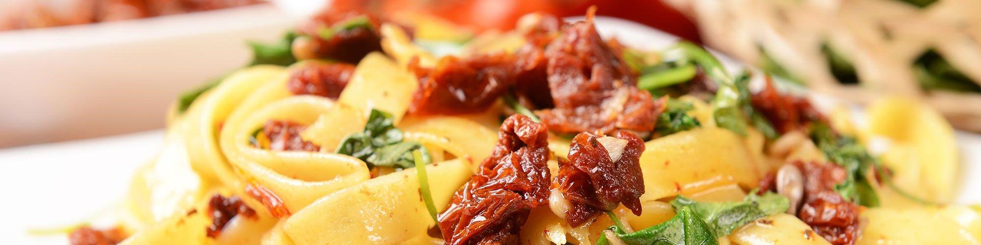 ricetta Tagliatelle con pomodori secchi e rucola con pasta fresca