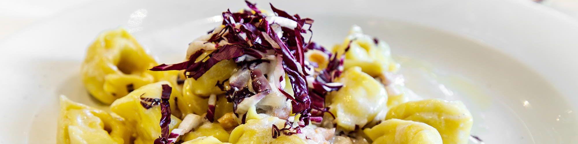 ricetta Tortelli con salmone, radicchio rosso e noci con pasta fresca