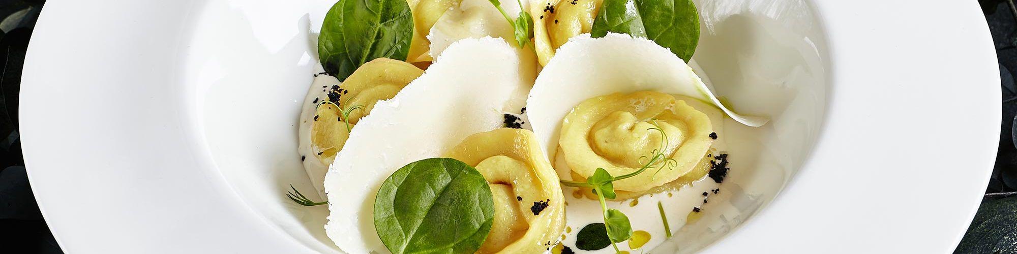 ricetta Tortelloni con granchio, crema alla panna acida e tartufo nero con pasta fresca