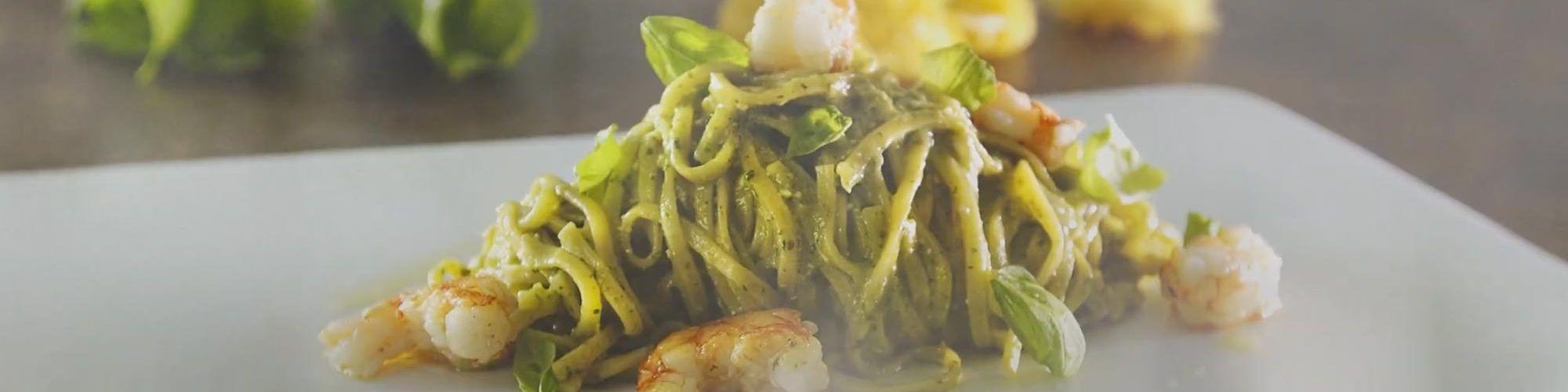 ricetta Tagliolini con Pesto e Gamberi con pasta fresca