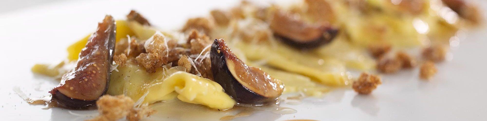 ricetta Casoncelli bresciani con mollica tostata al pepe nero e fichi caramellati con pasta fresca