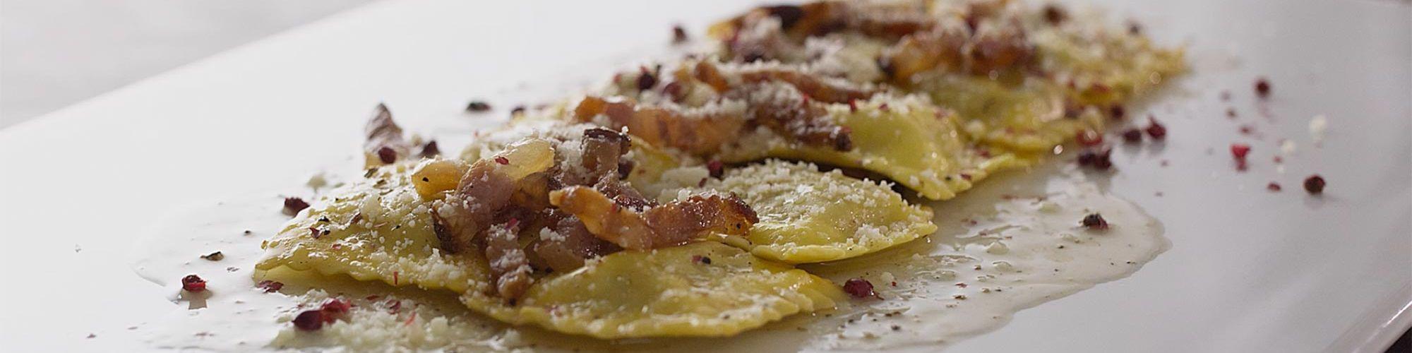 ricetta Tortelli alla zucca con salsa alla gricia e pepe rosa con pasta fresca