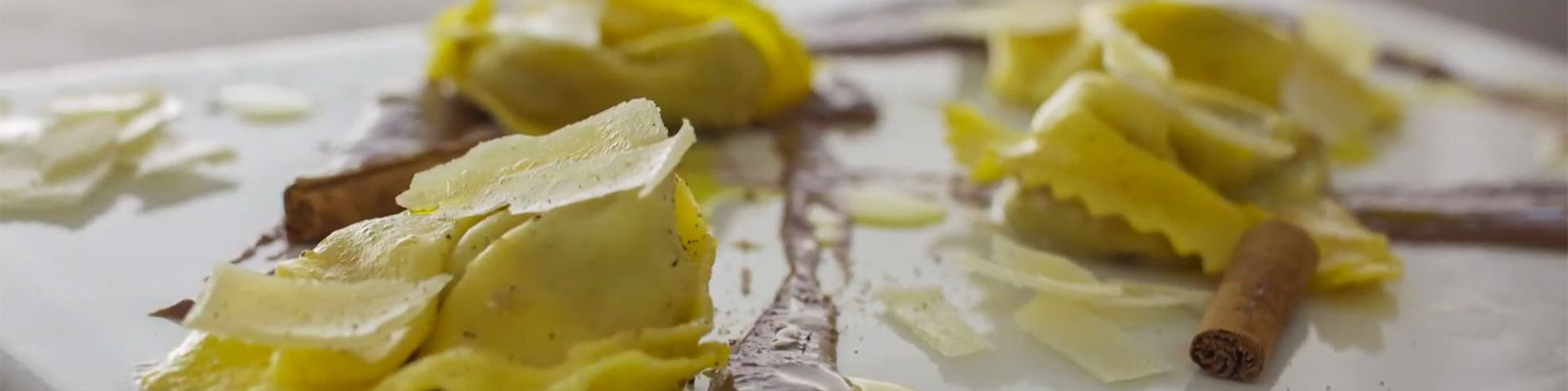 ricetta Tortelli al salmì di cervo, salsa al finocchio, cacao e pecorino stagionato di Norcia con pasta fresca