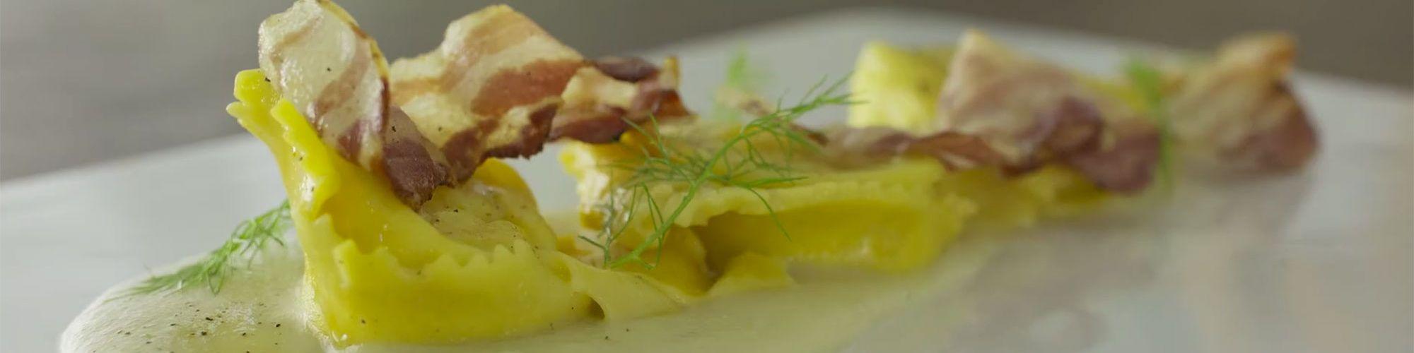 ricetta Tortelli alla formagella di Tremosine, vellutata al topinambur e bacon croccante con pasta fresca